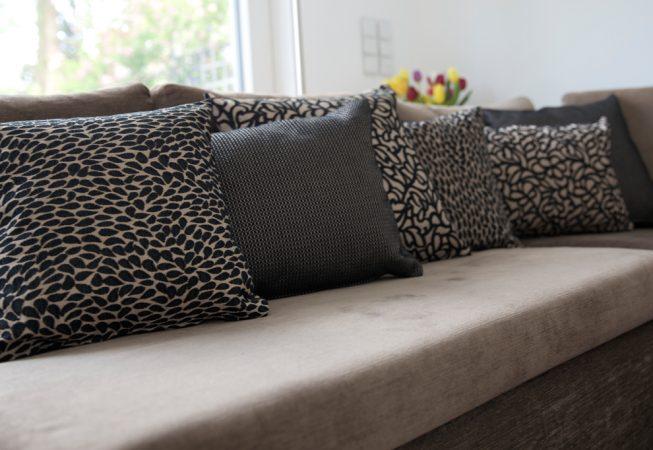 Bleack Drops Dekokissen 40 x40 cm sowie passende Sonderanfertigungen in 40 x 60 cm und 50 x 50 cm.